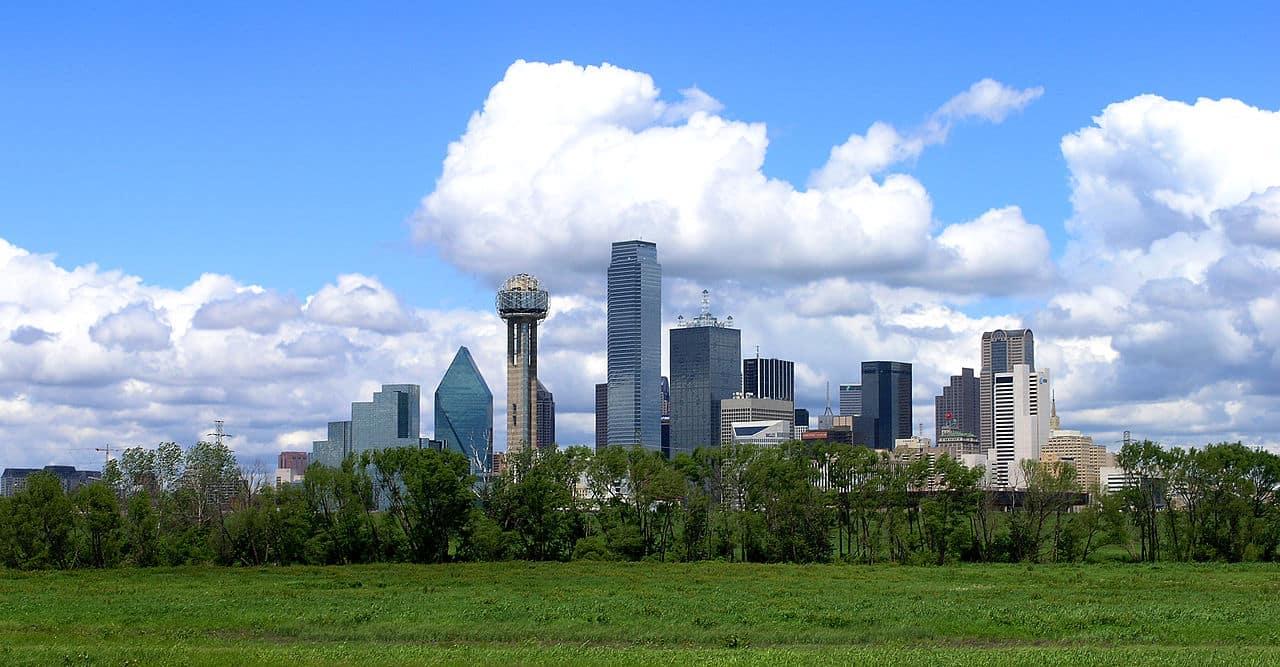 1280px-Xvixionx_29_April_2006_Dallas_Skyline