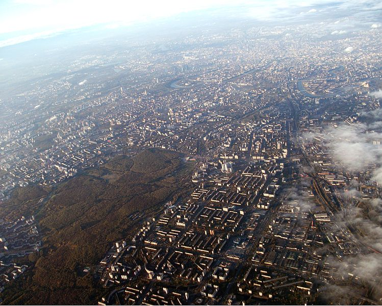 749px-Moscow_aerial_view_looking_towards_the_south-east