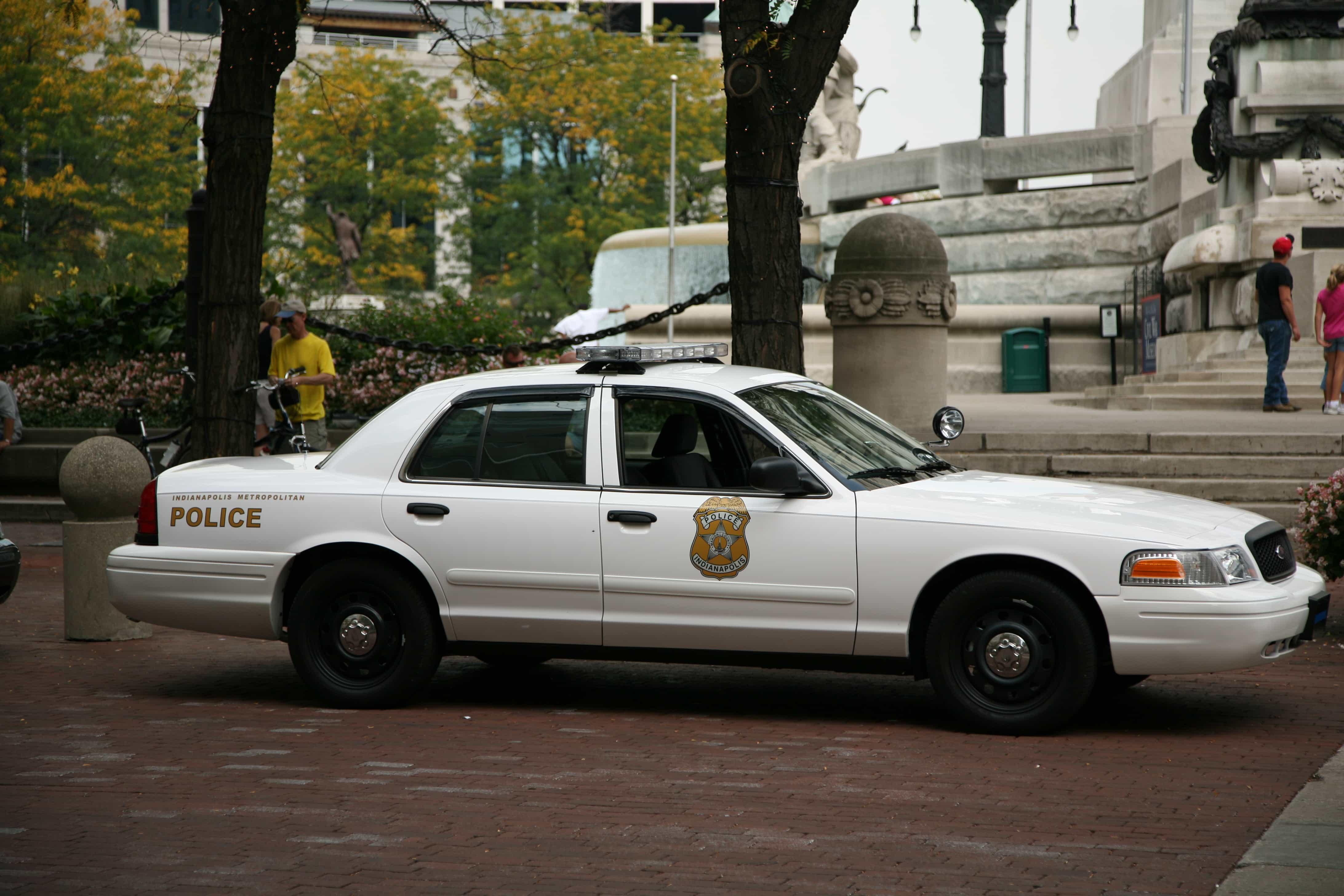Indianapolis_Metropolitan_police_cruiser_2