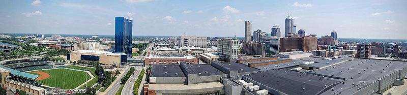 Panorama_of_downtown_Indianapolis_skyline,_July_2016