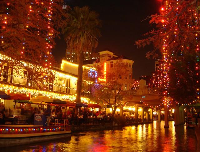 riverwalk_christmas_05-2