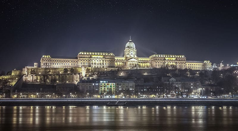 view_of_buda_castle_from_the_danube_river-_-_budapest-_61_365%c2%b2_opulencia_8261886103