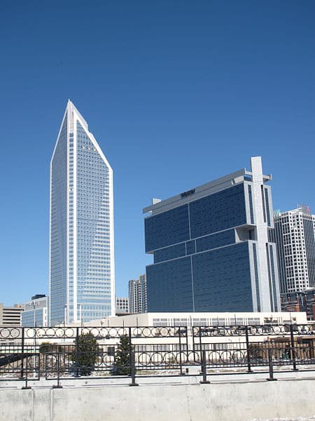 450px-duke_energy_center_and_the_westin_charlotte_2010