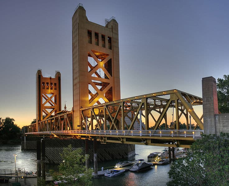 736px-tower_bridge_sacramento_edit