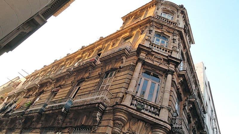 800px-edificio_en_la_habana
