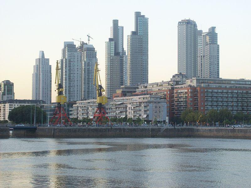 800px-edificios_de_puerto_madero_al_anochecer_1