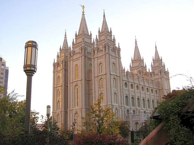 800px-temple_square_october_05_8_c