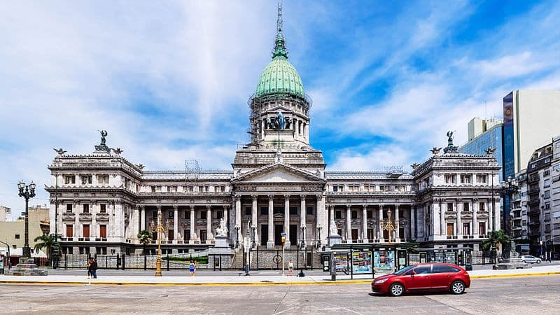 front_square_of_palace_of_the_argentine_national_congress_-_vorplatz_des_palastes_des_argentinischen_national_congress_29740160561